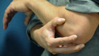 a könyökízület epicondylitisének kezelése kenőcsökkel