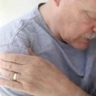 fájdalom a bal karban a vállízületben