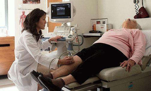 Diz ekleminin deforme edici artrozu hemen bir doktora danışmak için bir fırsattır